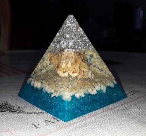 pyramide en résine